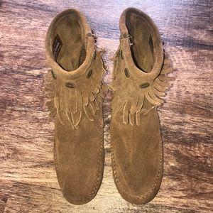 Minnetonka ankle zip fringe boots Sz. 6.5